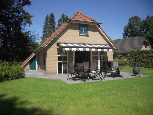 12+2 pers luxe bungalow midden in de bossen Veluwe - Lunteren - Бунгало