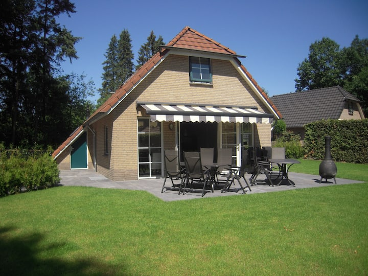 Veluwe 53, #12+2 persoons luxe bungalow #bos
