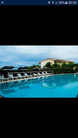 Stefanos Studios in Minies with pool (3-4 people) - Minia - Bed & Breakfast