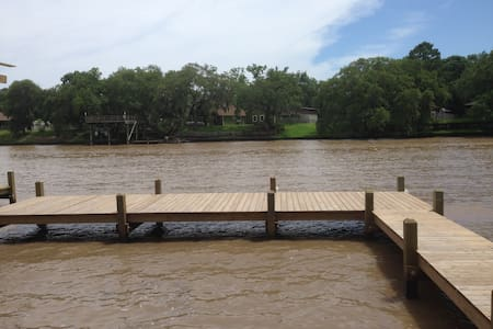 Relaxing on the River - Newly Renovated - Brazoria