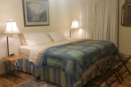 The Glen Bedroom @ Breezy Oaks Bed & Breakfast - Alton - Penzion (B&B)