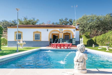 Holiday cottage with 4 bedrooms on 106m² in Guillena