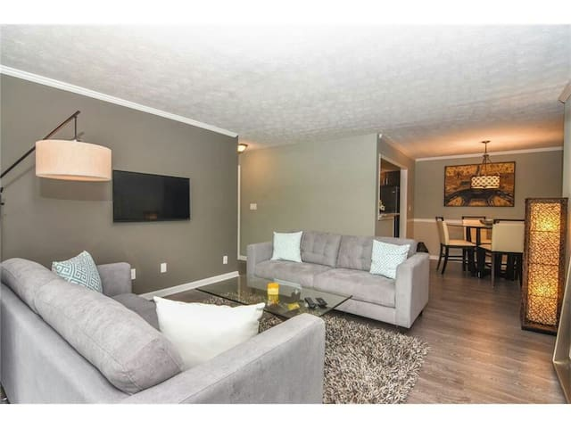 Modern 2 bedroom condominium in sandy springs - Sandy Springs - Appartamento