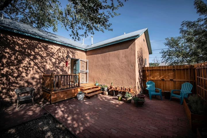 Historic  adobe casa  minutes from Old Town