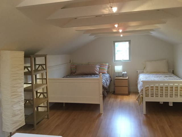 New! Cozy north Boulder guesthouse!
