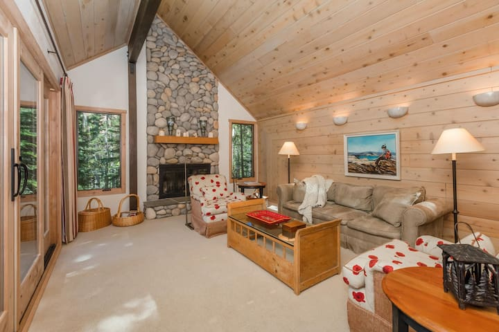 Charming Tahoe Pines Tree House Escape