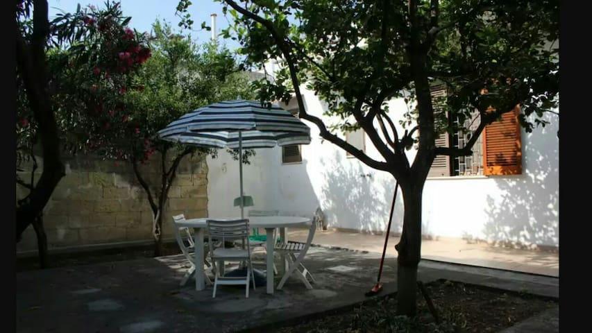 CASA INDIPENDENTE CON CORTILE - Vernole - Rumah