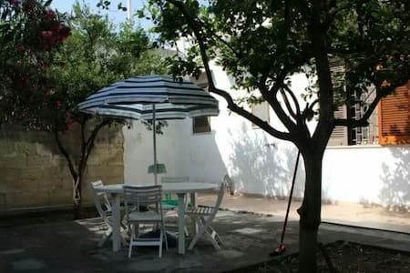 CASA INDIPENDENTE CON CORTILE - Vernole - Casa