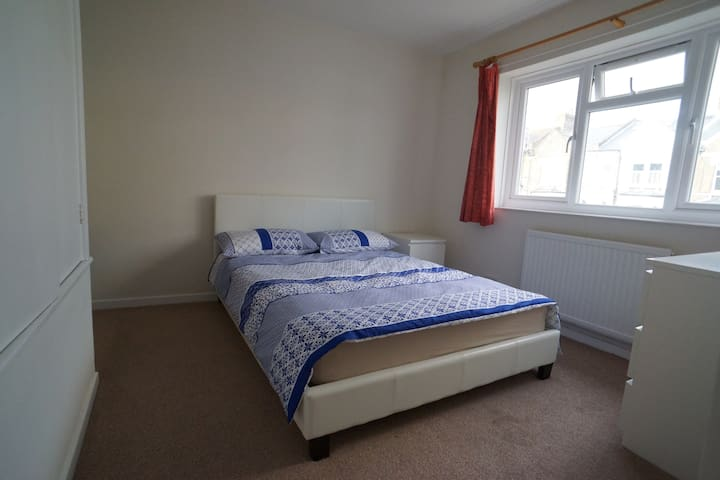 Lovely double room near center of London - Londen - Huis