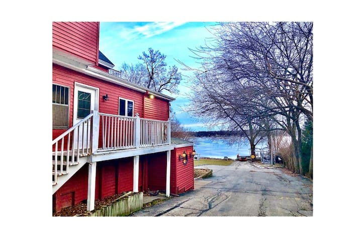 Spacious, Quiet, On the Lake! *APRIL SPECIAL*