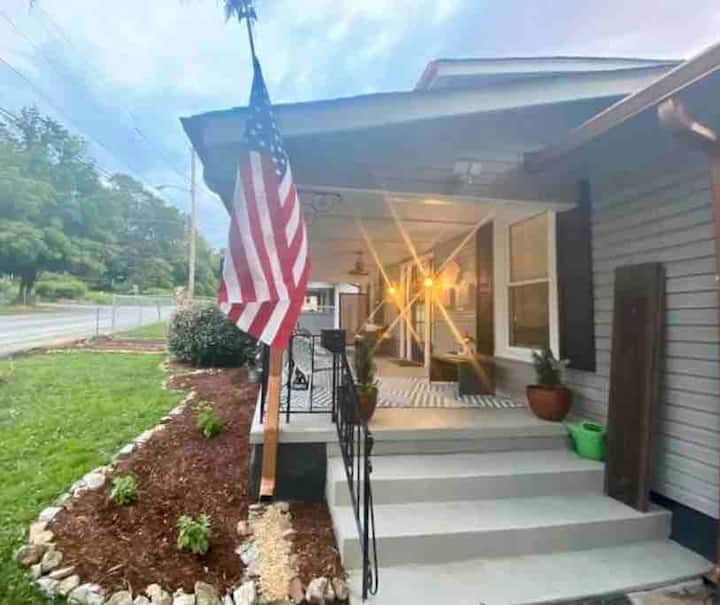 Inviting Chattanooga Home 3.1 miles from Downtown