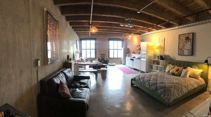 Artists Loft in Historic Gastown