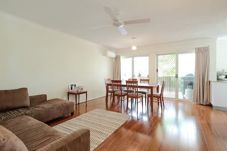Quiet, Convenient & Comfy - East Brisbane - Apartment