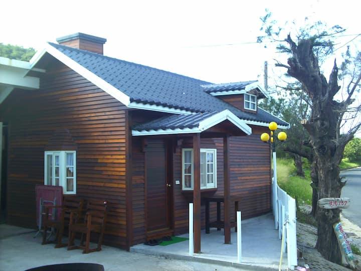 鄰近海洋生物博物館的面海獨棟檜木小屋