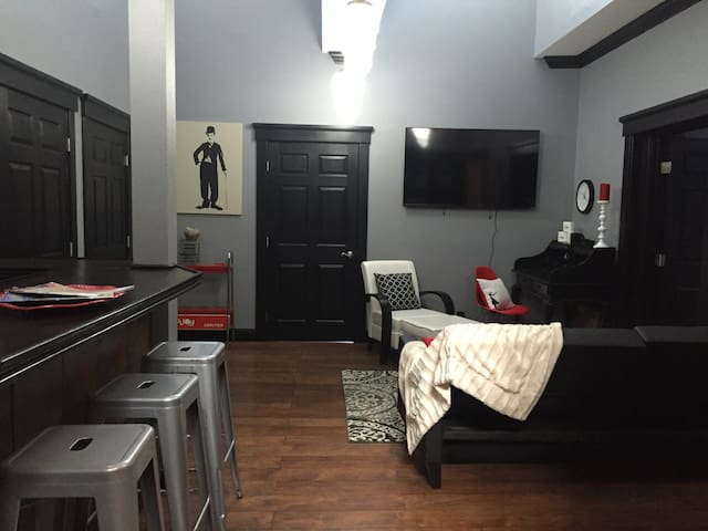 BEAUTIFUL Modern Downtown Apartment - Redding - Apartamento
