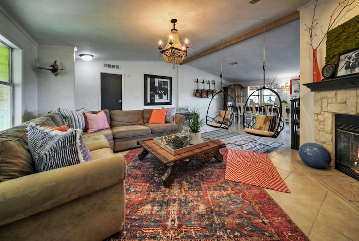 Hill Country Luxury @ Monarch Hill- 5 Acres