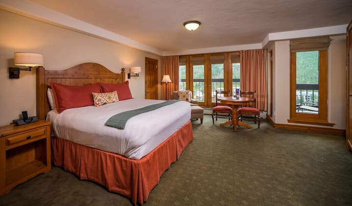 Deluxe Room with Access to a Heated Pool, Whirlpool Hot Tubs, and a Gym