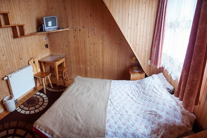 Pokój z łazienką na korytarzu - double bed