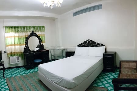 Third & Sean's Place: Queen Room - Legazpi City