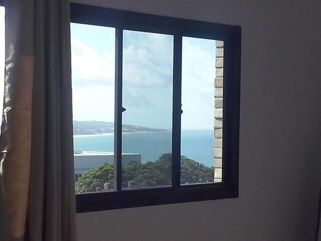 Vista da janela do quarto para a Praia de Ponta Negra...