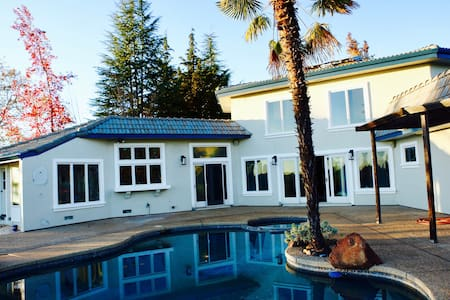 Huge home, panoramic views, pool - Grass Valley