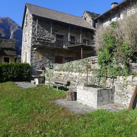 Valle Verzasca-Lavertezzo-Sambugaro - Lavertezzo - Ev