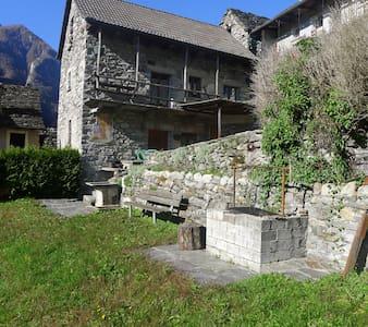 Valle Verzasca-Lavertezzo-Sambugaro - Lavertezzo - 独立屋