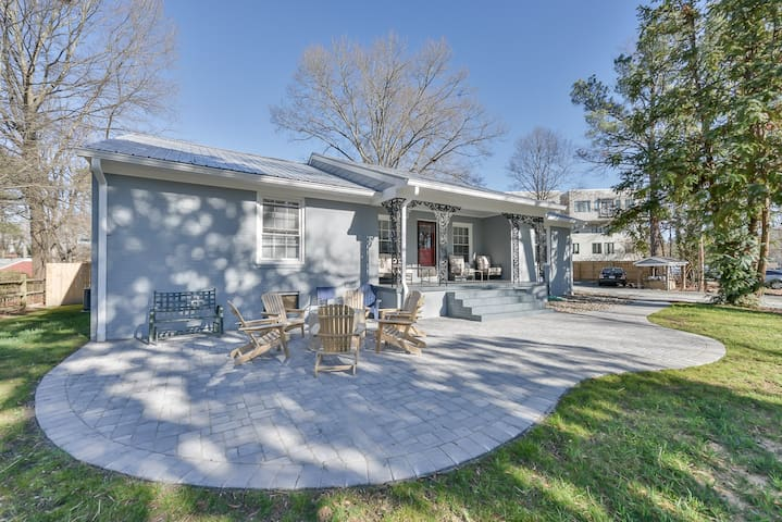 Contemporary Ranch ★ Downtown Carrboro ★ Sleeps10