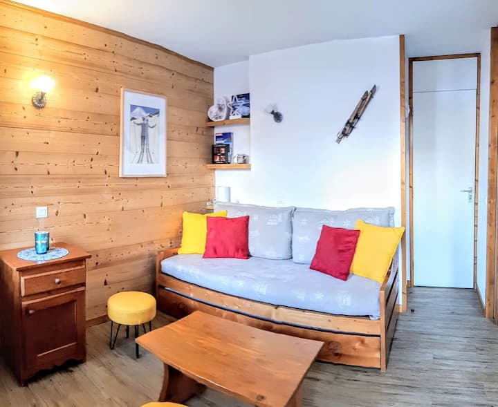 Nice studio with removable partition, entirely renovated, in a building with a lift