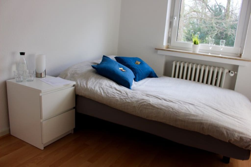 private bedroom (140cm x 200cm bed)