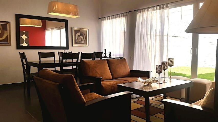 Linda casa en Condado Santa Rosa - Santa Tecla - Casa