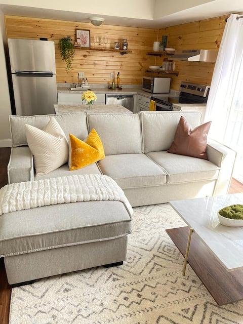 Beautifully Decorated & Cozy Condo Near WMU