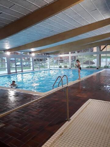 Appartement avec piscine couverte dans résidence