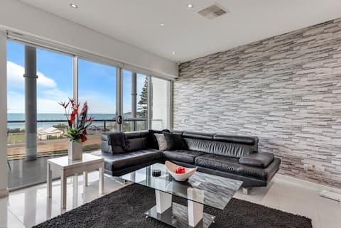 Gallery 16: Luxury Penthouse