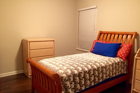 1/1 - Comfy, with lots of space! - Spring Hill