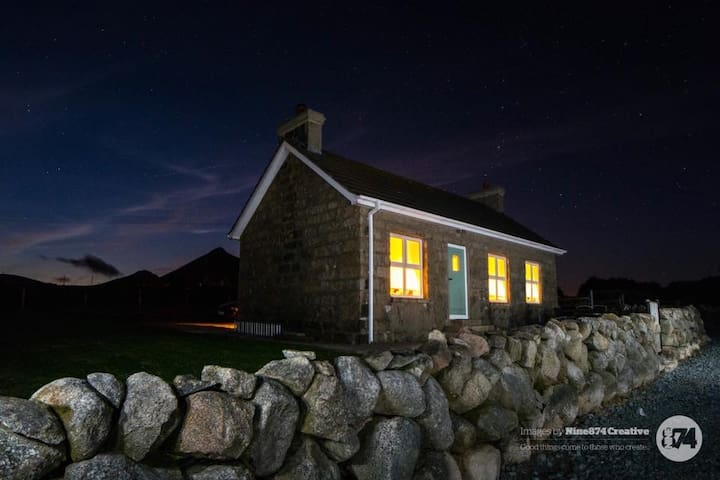 Haughian's Cottage , Mourne Mountains , N. Ireland