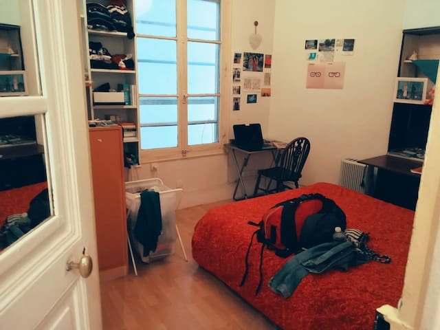Private room near Eiffel Tower and Invalides