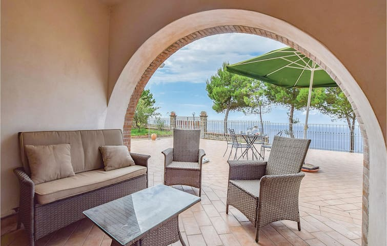 Holiday apartment with 2 bedrooms on 86m² in Acciaroli