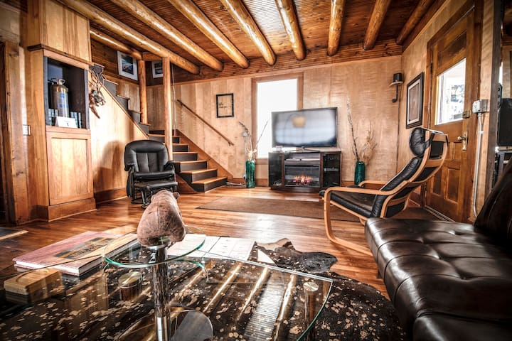 The Park Place, 118 year old log home, downtown GL