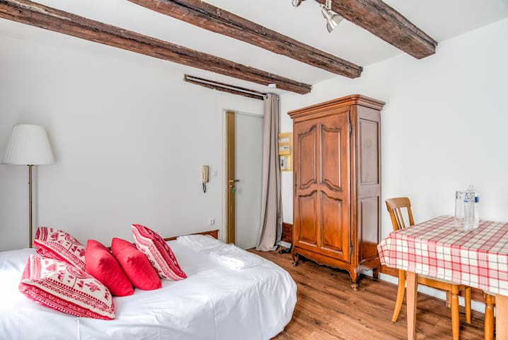 AVAILABLE AND SECURE Typical Studio in City center