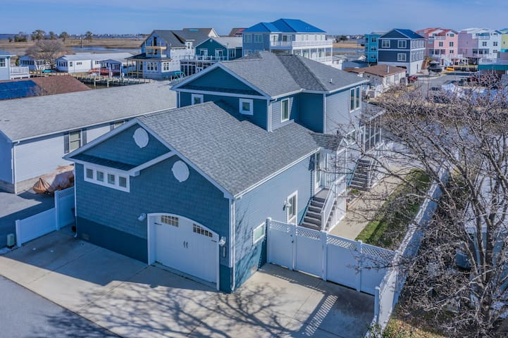 Pristine Fenwick Island Waterfront House Sleeps 14