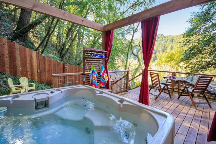 Austral Moon - Chic Retreat Under the Redwoods!