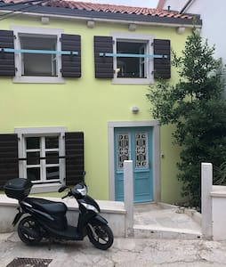 2 storey apartment in the old town of Mali Lošinj