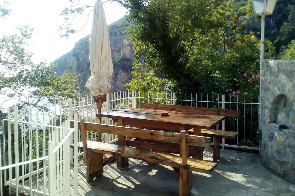 Terrasse with wooden table
