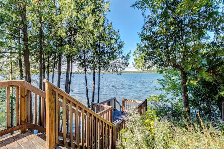Cozy cottage w/ dock, kayaks, & canoe - come enjoy lakeside living!