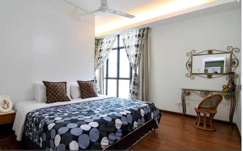 Lux & Cozy Saville 2310B, 2BR, Mid Valley Megamall