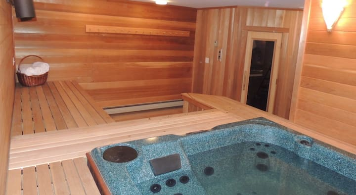 Outdoor Paradise - Private Jacuzzi & Sauna