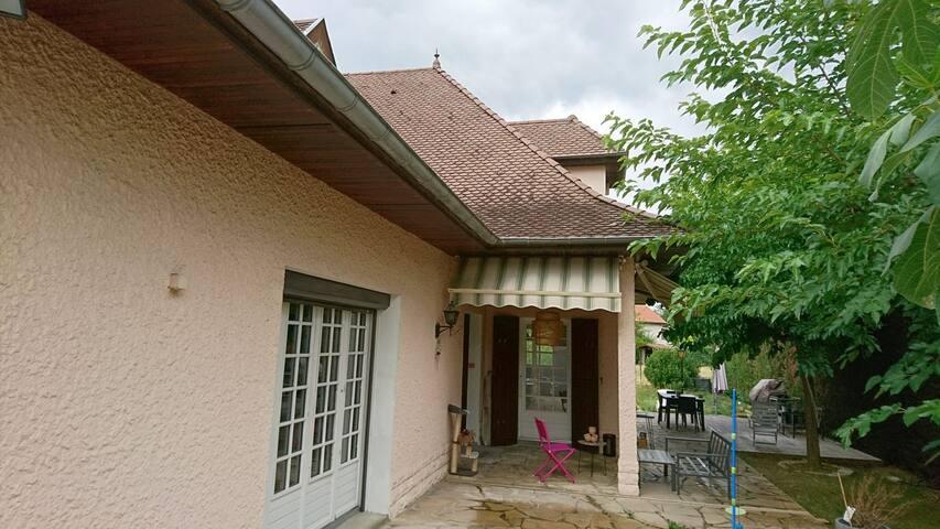 Appartement au calme dans villa Est Lyonnais