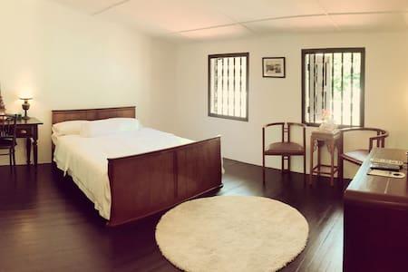 Deluxe Room with Bathroom- 5 mins to Jonker Walk - Melaka - Villa
