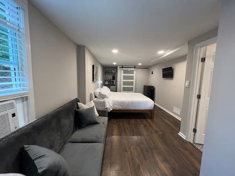 Private guest suite & patio near downtown Roswell